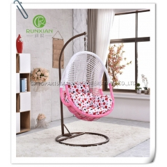 Chaise suspendue inclinable en rotin en PE